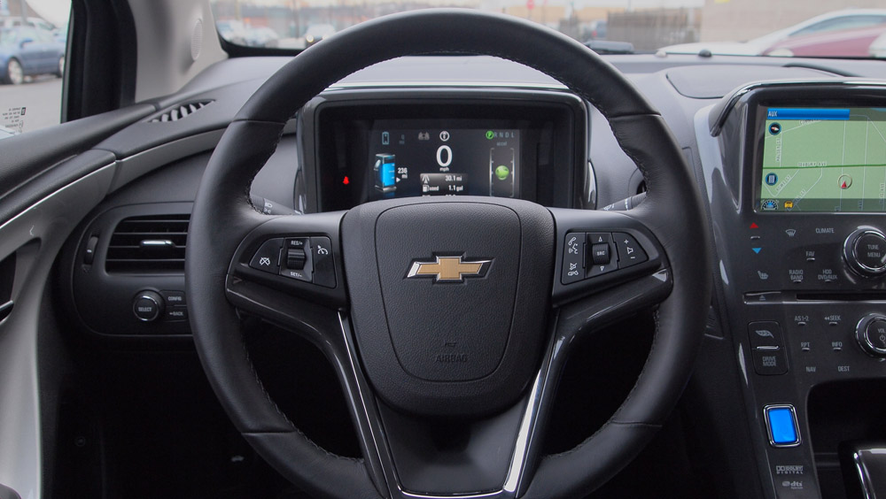Chevy Volt Interior / Steering Wheel / Command - Chevrolet Volt - G Style Magazine - Review