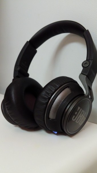 jbl synchros s400bt bluetooth headphones review g style magazine. Black Bedroom Furniture Sets. Home Design Ideas