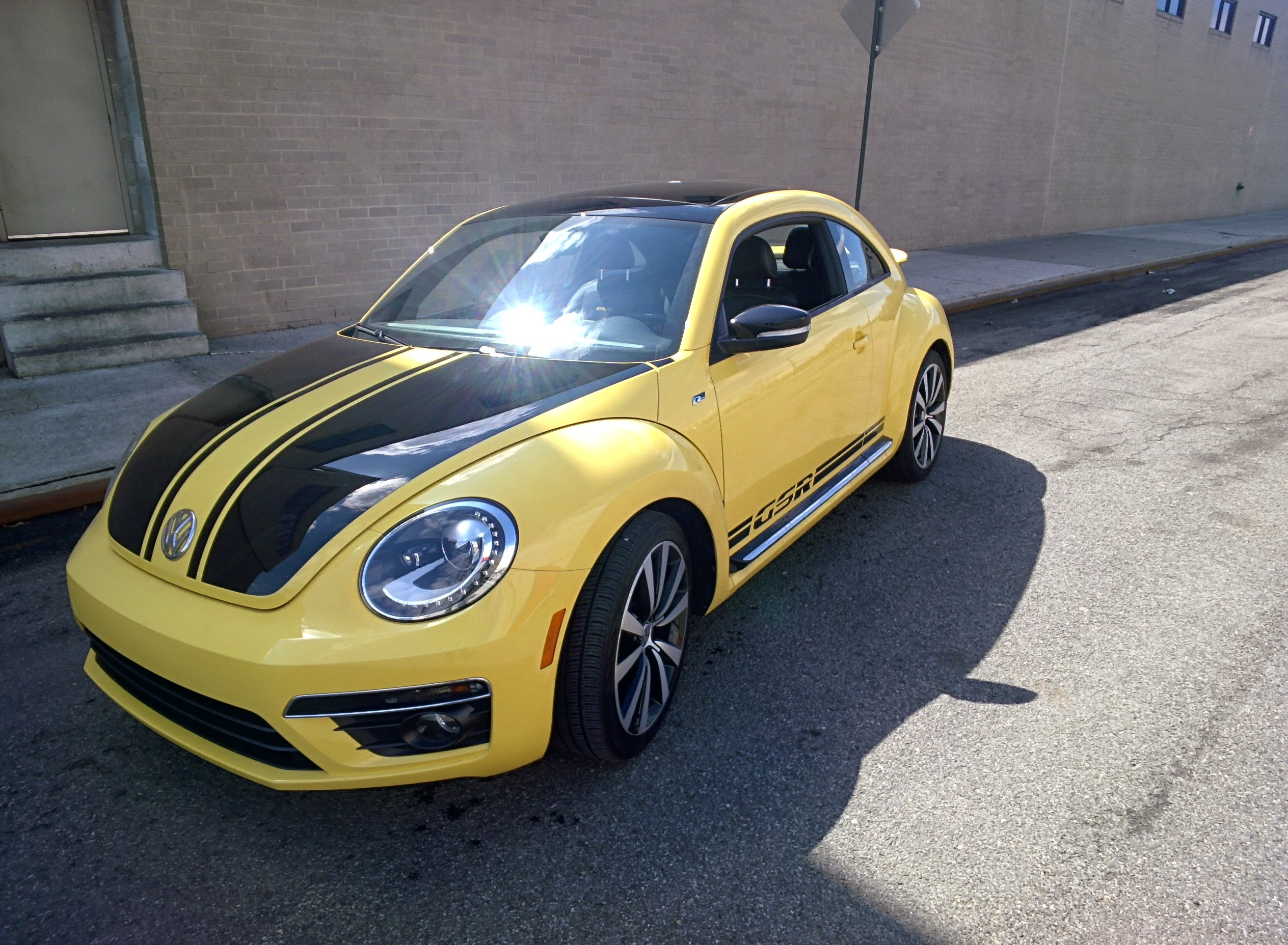 2014 volkswagen beetle gsr time to bring back classic bumblebee nyias g style magazine. Black Bedroom Furniture Sets. Home Design Ideas