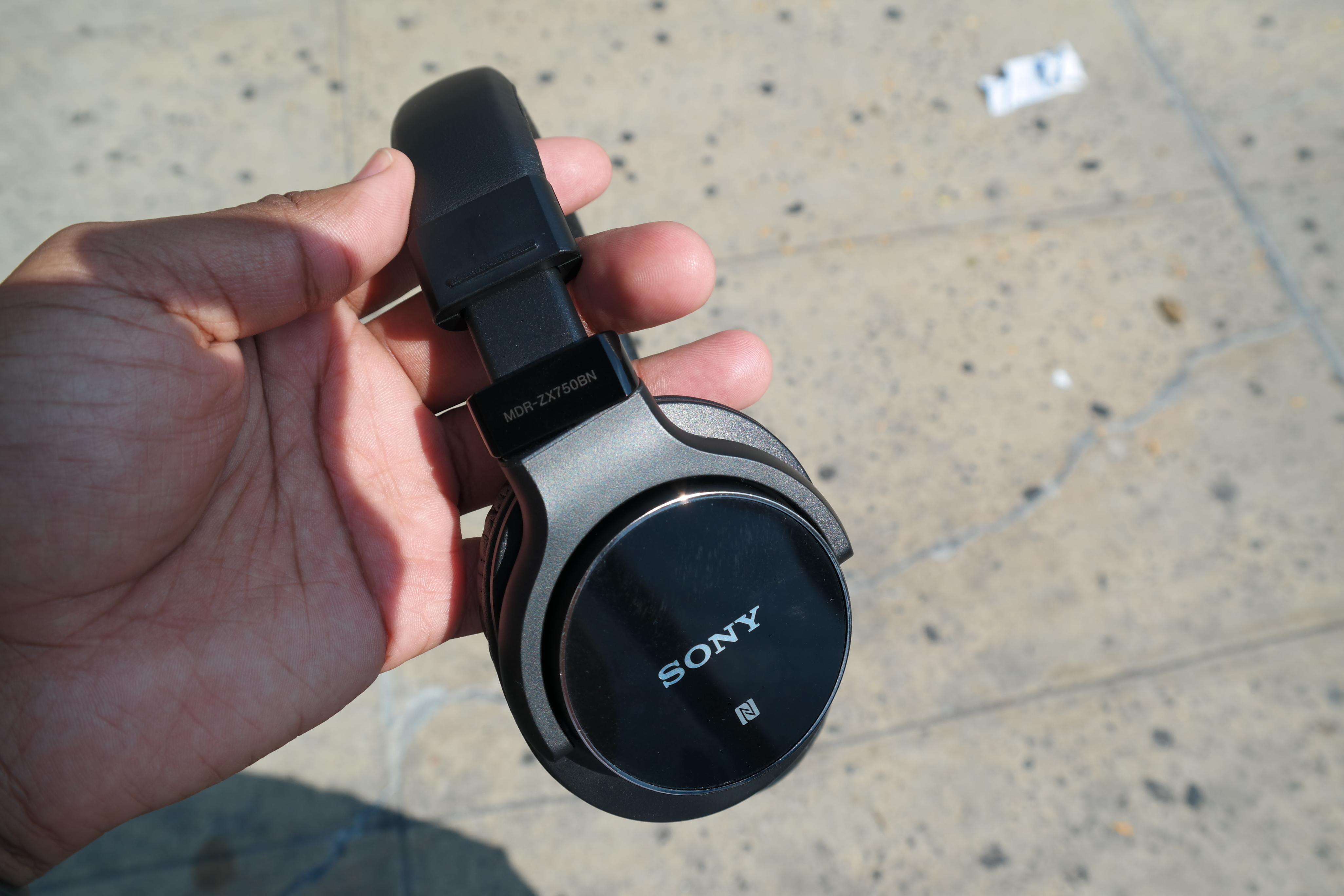 Radius Earbuds RadHeadphones Cyan Blue HP-RHF41C Sale