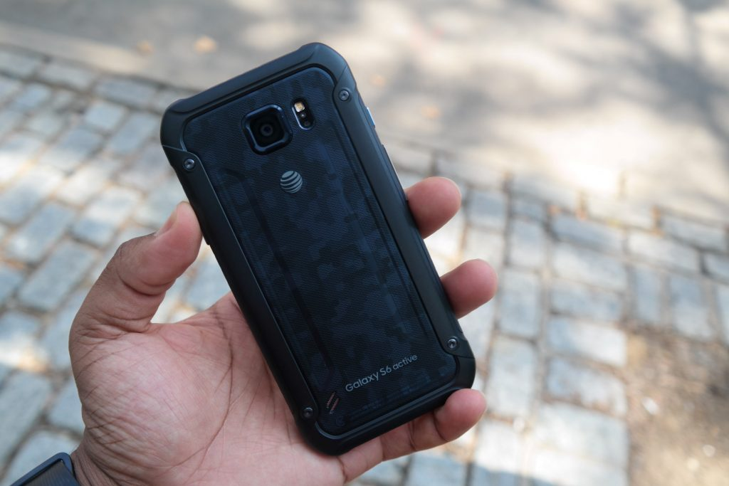 Samsung Galaxy S6 Active Review 3