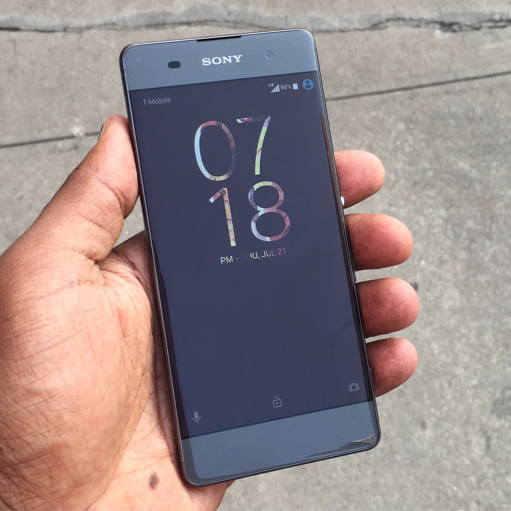 sony xperia xa the beautifully flawed budget phone. Black Bedroom Furniture Sets. Home Design Ideas